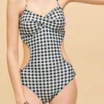 ぽっこりお腹や下っ腹を隠せる水着♡体型カバー&かわいい柄や形は?